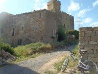 山地车穿越Cervera的小径和城堡