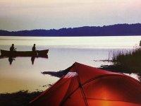 Tienda en el lago