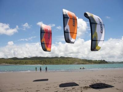 一天下午在瓦伦西亚进行密集的风筝冲浪课程