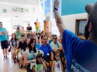 Aprendiendo en la escuela marinera padres y niños