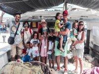 Foto de familia en día de pesca y turismo
