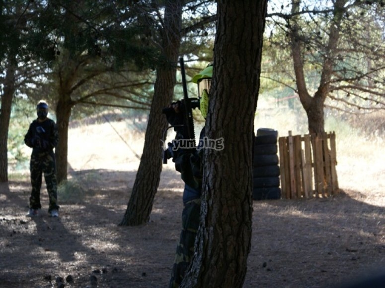 Campo en el bosque paintball