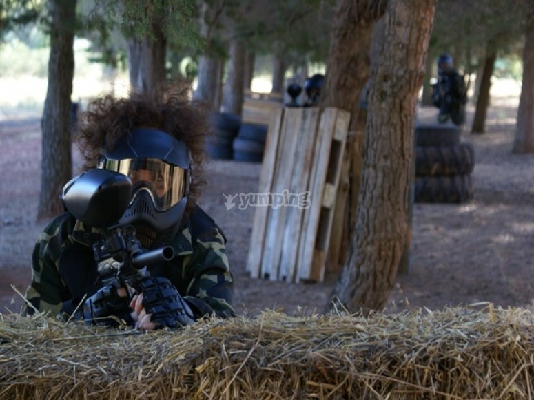 Tras la barricada en paintball
