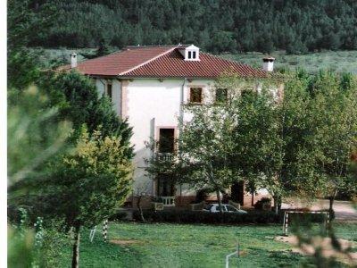 周末在农村房子与彩弹射击Alcaraz