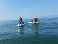 En familia en moto nautica