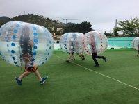 Burbujas chocando durante el partido