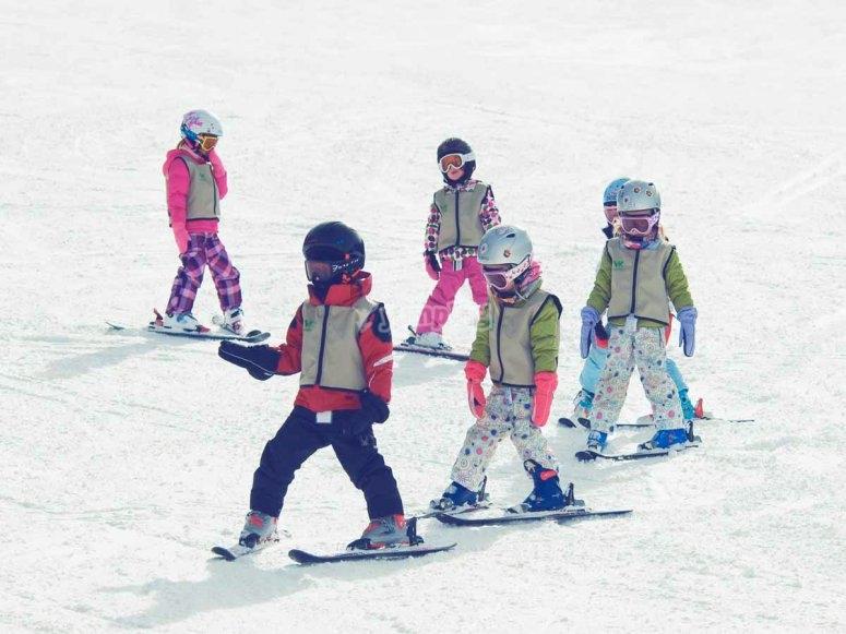 Disfruta esquiando