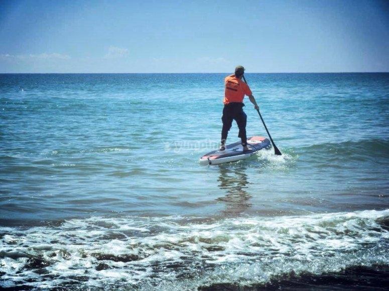 Paddle surf instructor