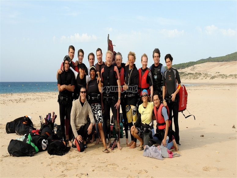 Dragon team, Waves beach bar