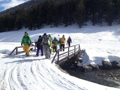 儿童滑雪与马德里的交通