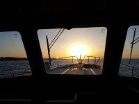 Salidas en barco mar Mediterráneo al atardecer