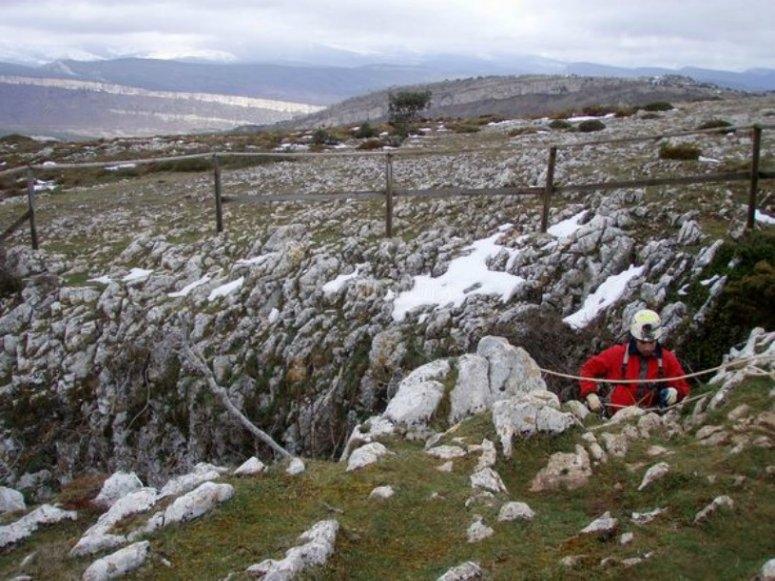 Espeleología en la nieve