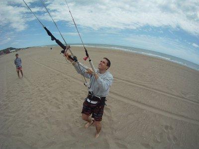 Castelldefels在陆地上进行风筝冲浪3h