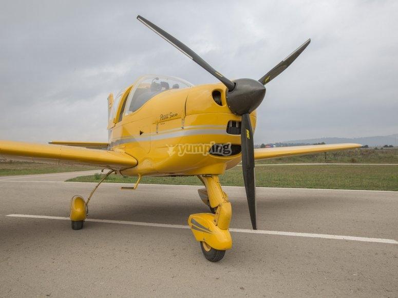 Avioneta en la pista