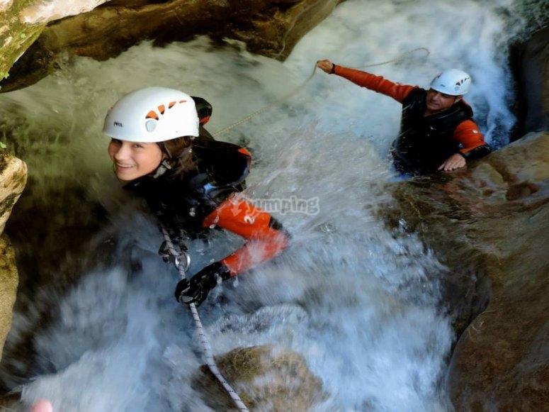 pareja cascada