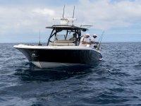 可容纳8人的渔船