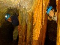 sonriendo en cueva