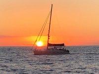 日落时的阿德耶乘船游览
