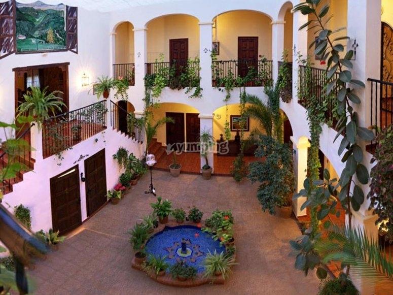 Patio interior del hotel Val de Pinares***