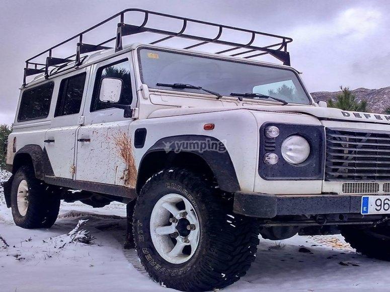Percorso in jeep coperto di neve attraverso la Serranía de Ronda