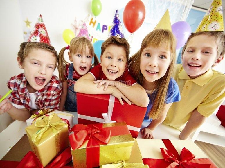 Junto a los regalos