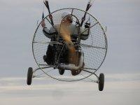 您将驾驶双座动力伞飞行