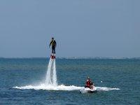 Flyboard Atardeceres技巧通过射流推进