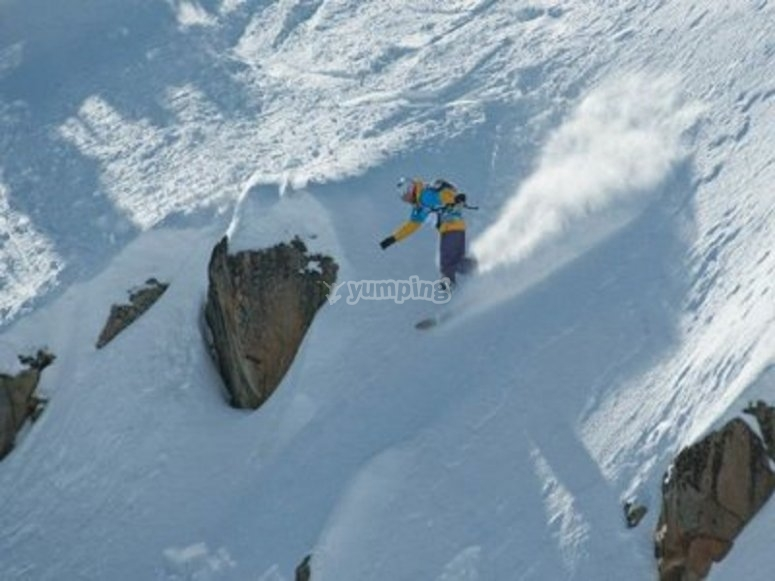 享受单板滑雪