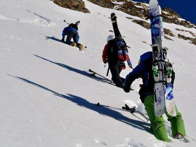 山区滑雪路线在Jacetania 1天