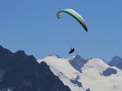 在Grandvalira滑翔伞15分钟