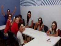 Alumnos adivinando personajes