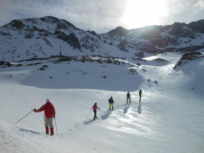 雪鞋游览León和热力循环