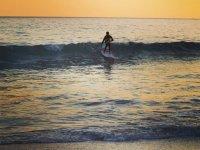 桨冲浪的冲浪浪-Tarifa桨冲浪小组课程