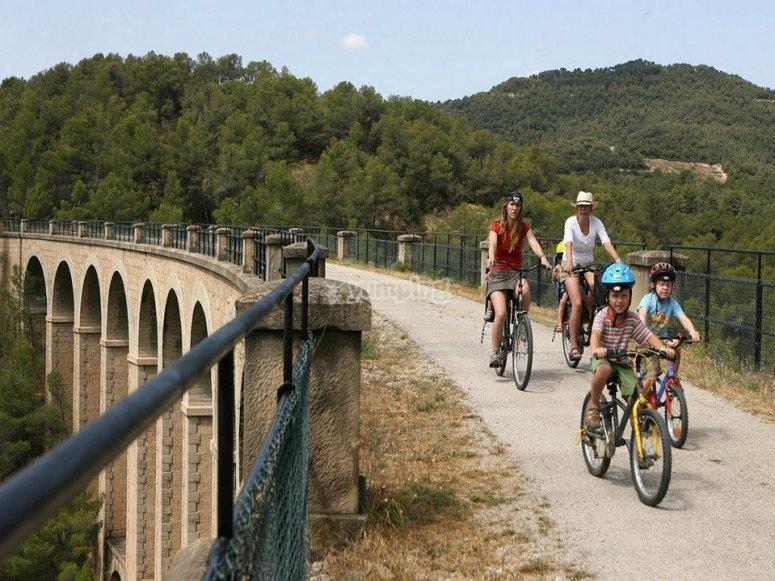 En bici sobre el puente