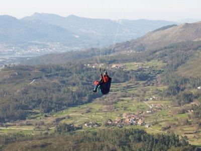 Corso di iniziazione al parapendio a Vigo