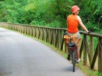 Bici junto a la valla