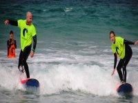 在塔里法冲浪板上保持平衡