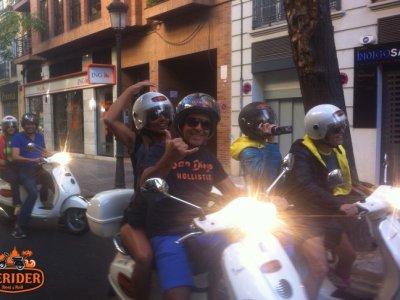 在Vespa进行了5小时的瓦伦西亚导游之旅