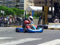 Pilot a kart with your friends