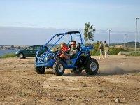 通过在越野车Segovians道路步道越野车租赁