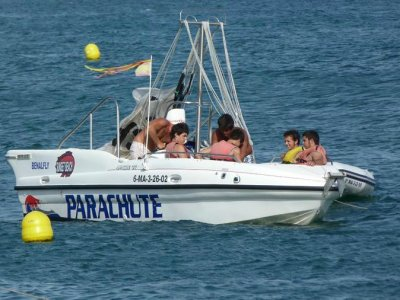 Sunset Beach Watersports Paseos en Barco