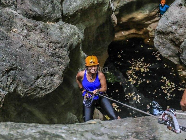 材料barranquismo沟壑登山运动内绿色峡谷