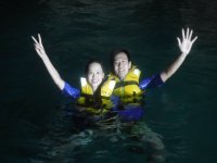 Dos turistas en el agua