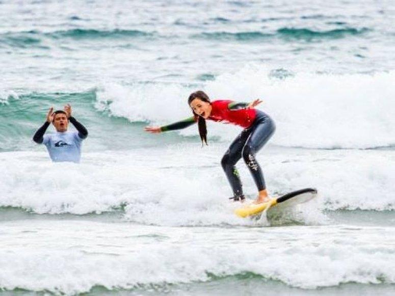 surfeando en la playa