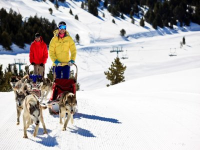蘑菇路线和Grandvalira雪橇驾驶