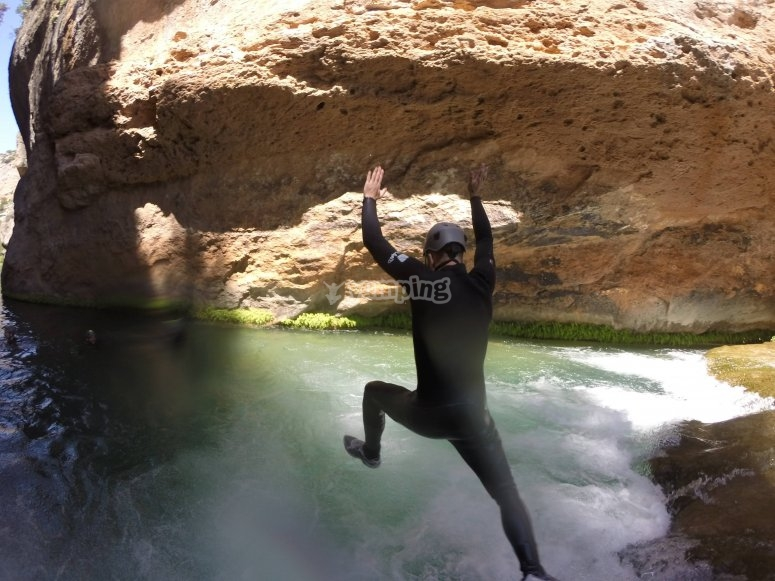 Salta al agua desde la cima