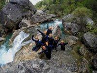 foto en la cascada