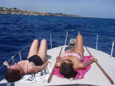 Paseo en barco en Mallorca 2,30 hs snacks y bebida