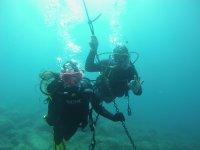 Inmersión de buceo con instructor