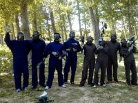 Grupo con monos azules